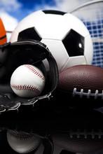 Sportgeräte und Bälle