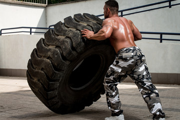 A muscular man participating in a cross fit workout