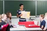 Fototapety Schüler hält Referat