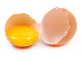 Uovo aperto con tuorlo
