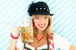 Hübsche Bayerin mit Bierkrug