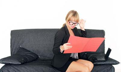 Businessfrau mit Mappe