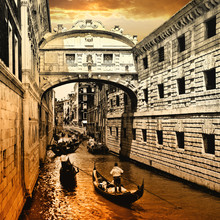 Venise sur le coucher du soleil. pont de sites