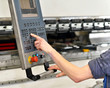 handling industry machine // Bedienung Industriemaschine CNC ges