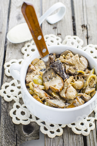 stewed mushrooms in sour cream