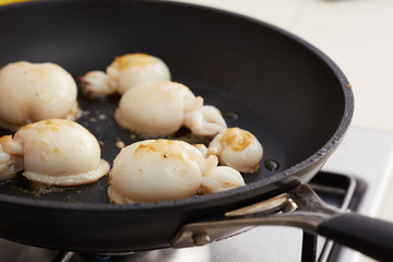 Preparing grilled cuttlefish in a pan