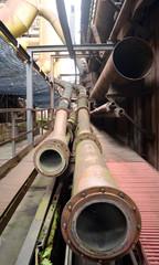 Eisenrohre im Stahlwerk