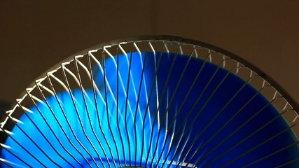 Oscillating fan spinning with rotating blades