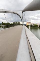 Pont suspendu métallique sur le Rhin