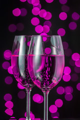 Bicchieri e brindisi