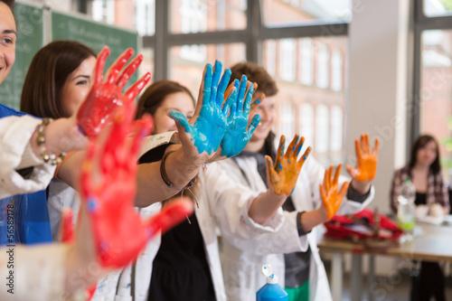 canvas print picture Schüler zeigen angemalte Hände