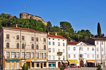 Gorizia, Piazza della Vittoria chiesa e Castello