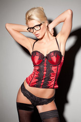 Blonde Frau in Dessous