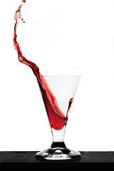 Vino rosso schizzi e gocce