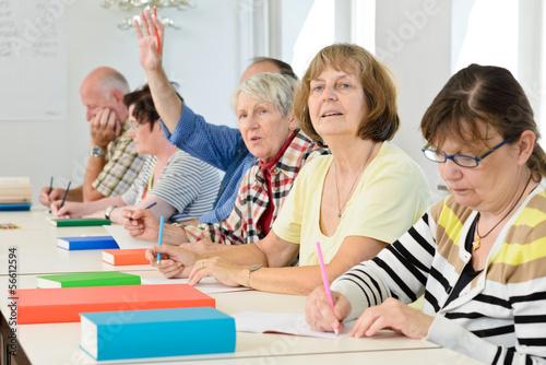 Leinwandbild Motiv Erwachsene im Klassenzimmer