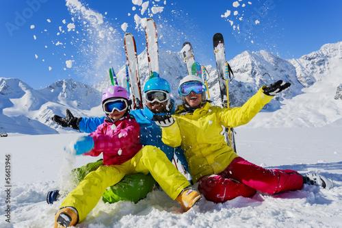 Fototapeta Ski, winter, snow and fun - family enjoying winter