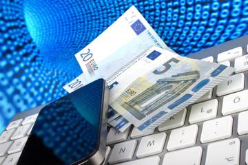 Geldscheine, Smartphone, Tastatur vor Datentunnel des Internets
