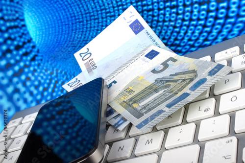 Geldscheine, Smartphone, Tastatur vor Datentunnel des Internets - 56620374