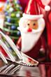 Messer und Gabel mit Nikolaus-Figur