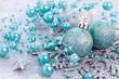 Weihnachtskarte mit Weihnachtskugeln