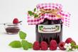 selbstgemachte Marmelade mit frischen Himbeeren