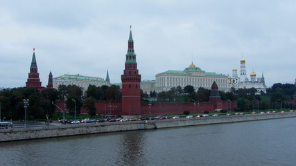 Moscow Kremlin and ships on river - from day to night zoom timel