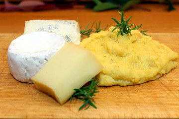 polenta e formaggi