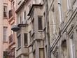 Altbaufassade mit leicht bröckelndem Putz in Istanbul Beyoglu
