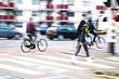canvas print picture - Fußgänger und Straßenverkehr