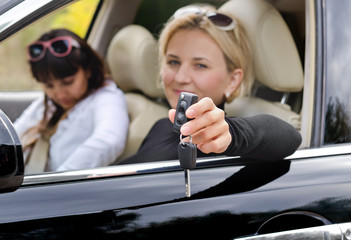 Car keys in the hand of a woman driver