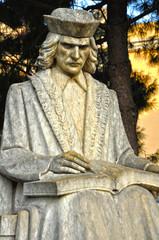 Detalle de la estatua de Ramón Muntaner, Figueras, Cataluña