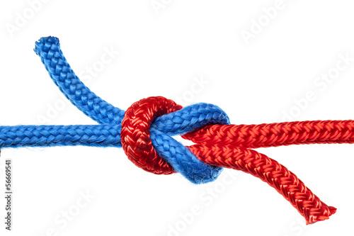 Knoten Verbindung rotes und blaues Seil  - 56669541