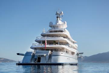 Luxuriöse Motoryacht - Luxus-Yacht