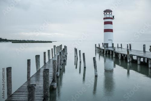 latarnia-morska-w-deszczu