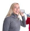 Lachendes Mädchen macht Werbung von Mund zu Mund - Propaganda