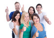 Gruppe junge Leute isoliert mit Daumen lachend als Team