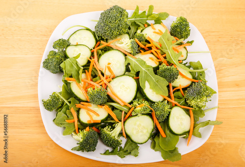 Arugula Salad with Cucumber and Carrots