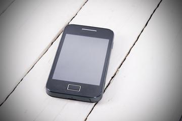 teléfono móvil sobre madera