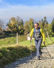 Mann beim Wandern
