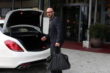 Mann mit Reisetasche
