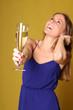 Frau mit einem Sektglas
