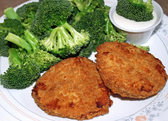 Crispy chicken patties with broccoli and dipping sauce