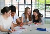 Fototapety Schüler beim Lernen