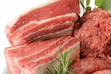 Carne cruda mista con spezie