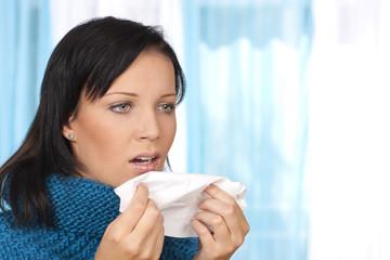 Frau mit Schnupfen - woman with blocked nose