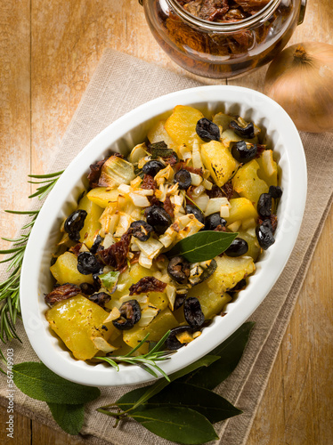 baked potatoes with dried tomatoes and black olives