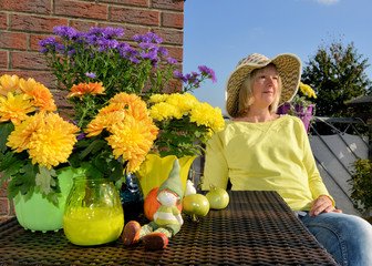 Herbstblumen, Frau, Balkon, genießen