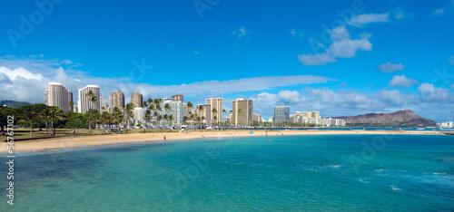 Leinwanddruck Bild Ala Moana Beach Park on a nice day with Waikiki and Diamond Head