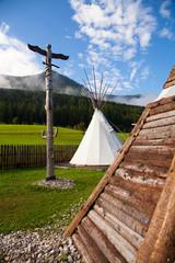 Tenda indiani e totem