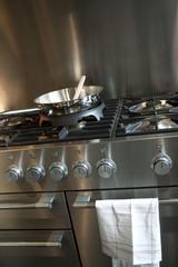 Cuisine, cuisiner, gazinière, four, cuisson, plaques
